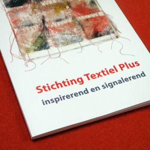 Boek Stichting Tetxiel Plus rood