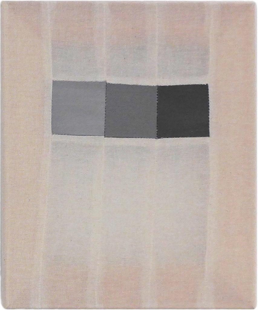 """Carina Ellemers, """"Macula"""", 2016, genaaid gaas en katoen met grijze acryl, 30 x 25 cm."""