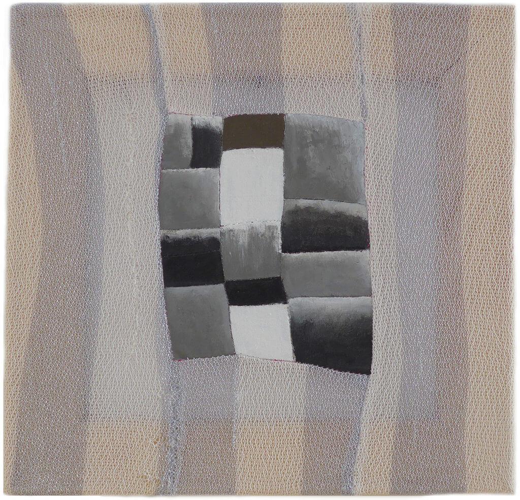 """Carina Ellemers, """"Digging it"""", 2016, genaaid katoen met grijze, zwarte, witte en omber acrylverf, 30 x 30 cm."""