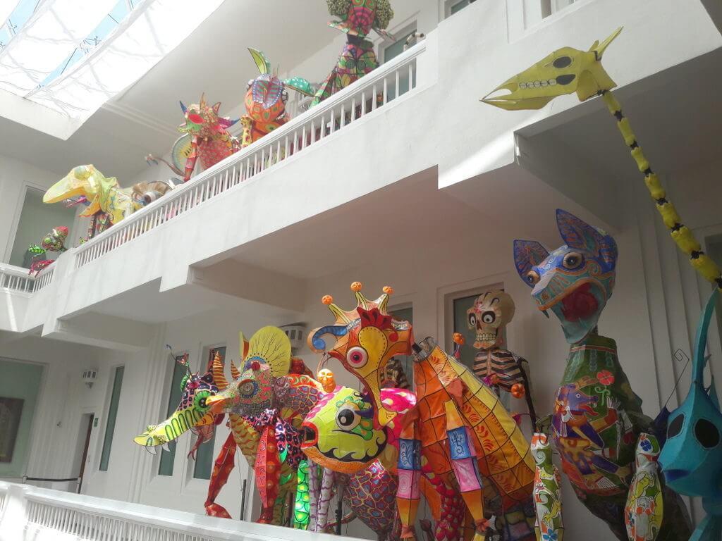 Museo De Arte Popular, kleurrijke figuren van papier-maché (foto: Corina Koolen)