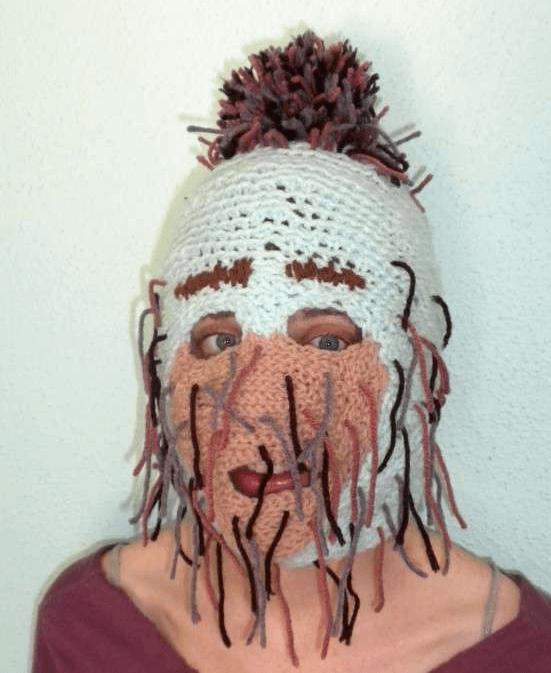 "Kurtis Skaife, ""Knitted Monster Mask"", uit de serie ""Soft Power""."