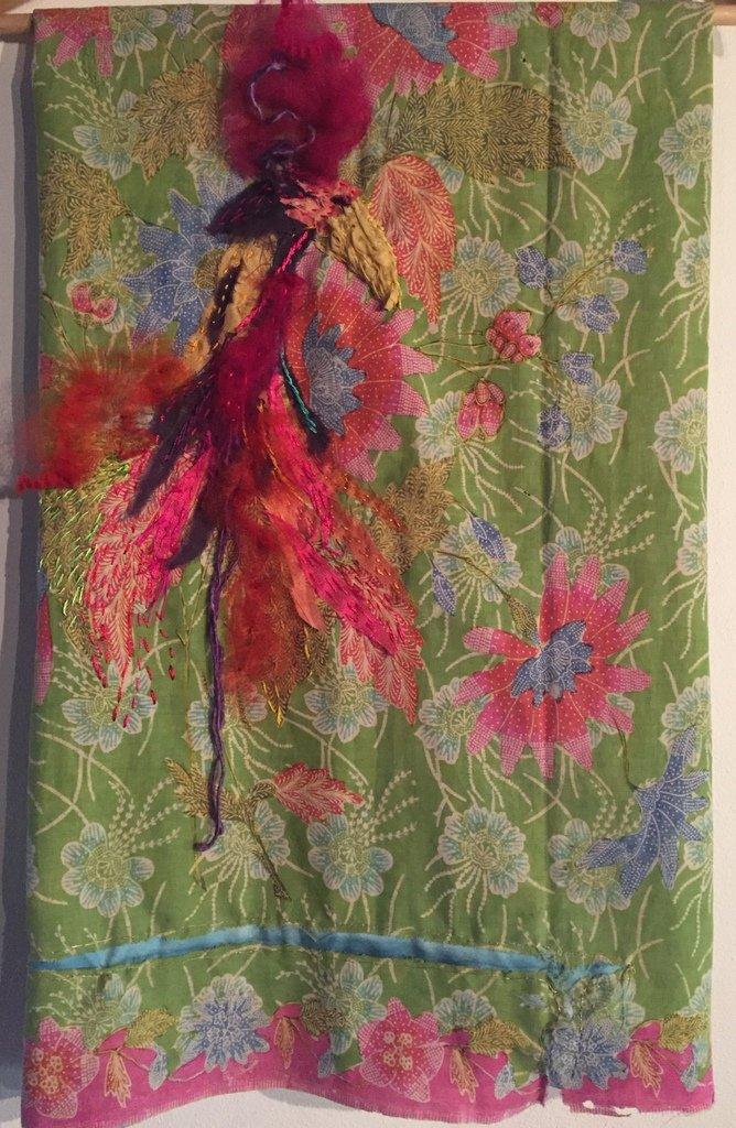 """Loes Leatemia, """"Paradijsvogel van Sarapua"""", eervolle vermelding Textiel Plus Arts & Crafts Wedstrijd 2018."""