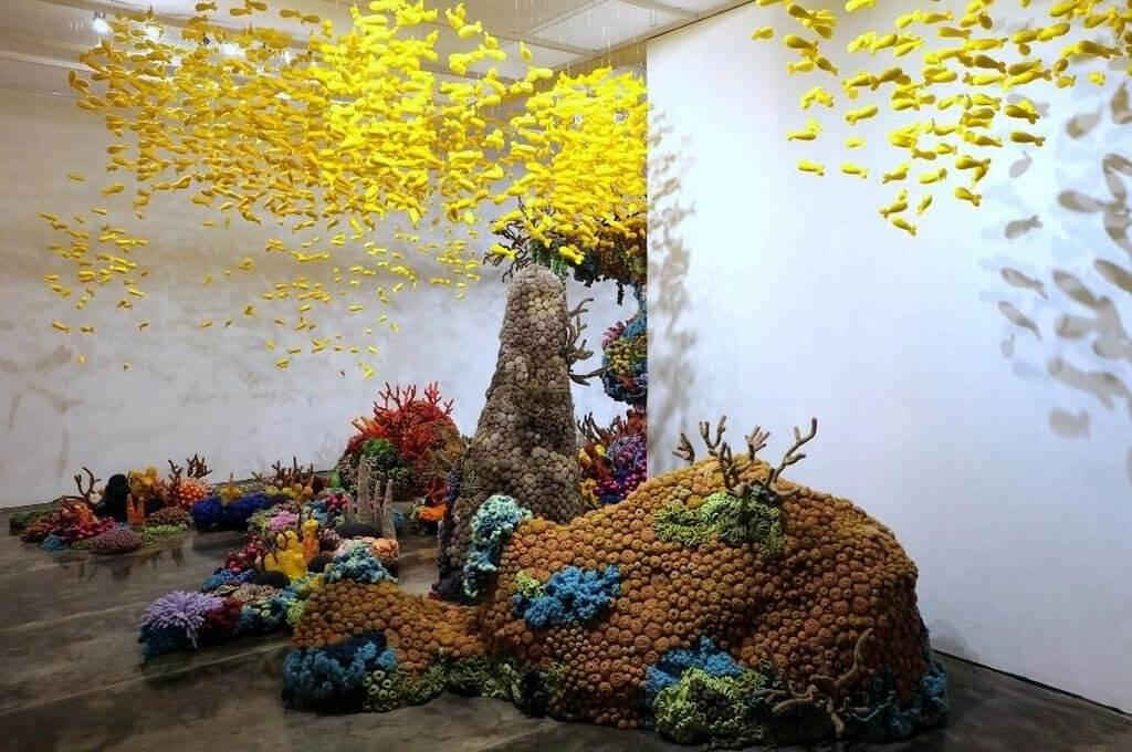 Mulyana, zaalopstelling koraaleilanden.