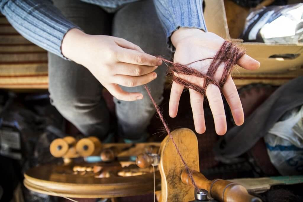 Sanne Visser, spinning human hair waste.
