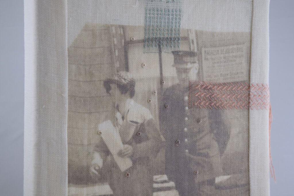 """Renee Toonen, """"Gaatjes in de familiegeschiedenis stoppen"""" (detail) Jurywinnaar Textiel Plus Arts & Crafts"""