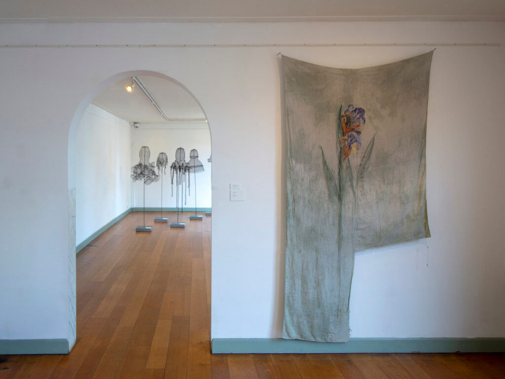 Rijswijk Textiel Biënnale 2019, voorgrond: Katherine Fornes; achtergrond: Monika Supe (foto: Paul de Boer).