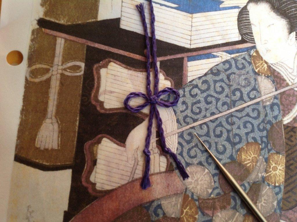 Stap 6: Het maken van een vierkante knoop (foto: Minke van de Zande).