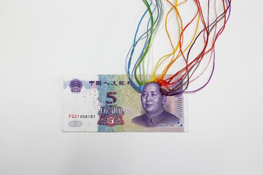 Noora Schroderus, Rainbow (2018), borduurwerk op yuan