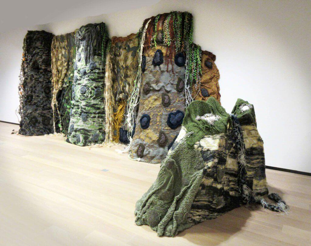"""Mariëlle van den Bergh, """"Oernatuur"""", installatie, 2019 (foto: Chris Reinewald)."""