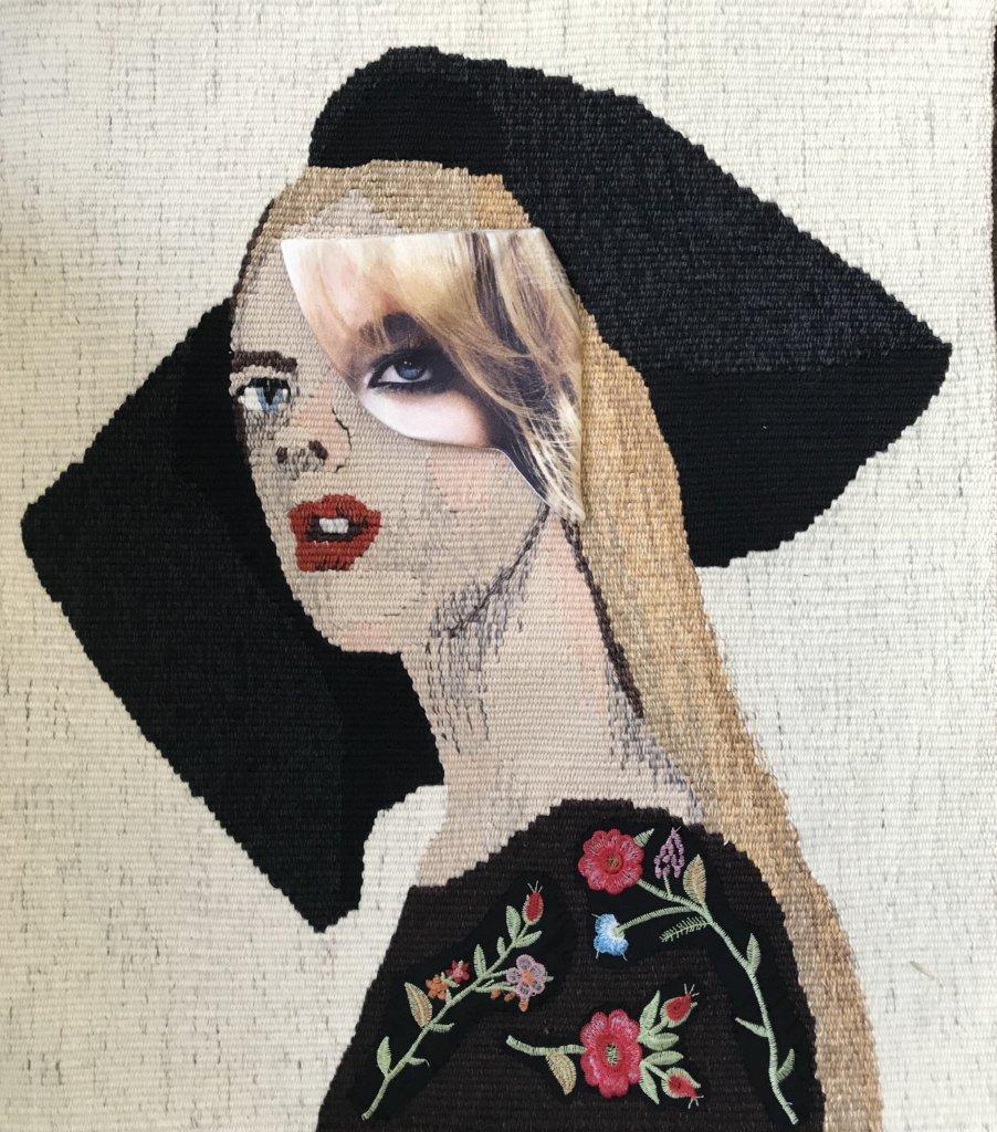 Mardi Nowak, Masked (2018), Weefsel en textielcollage, Wol, katoen, linnen en zijde, 59 x 50 cm.