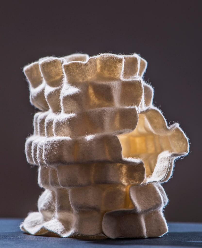 """Andrea Noeske-Porada, """"Protea I Pyramidal structures"""", 2019, 20 x20 x18 cm (foto: fotoristisch)."""