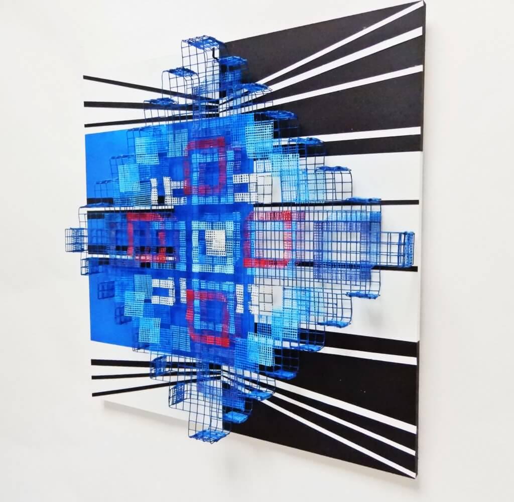 """Margriet van Engelen, """"Field of views 5"""", 2020, roestvrij staalgaas met glass fibre op mdf. 50 x 50 x 15 cm."""