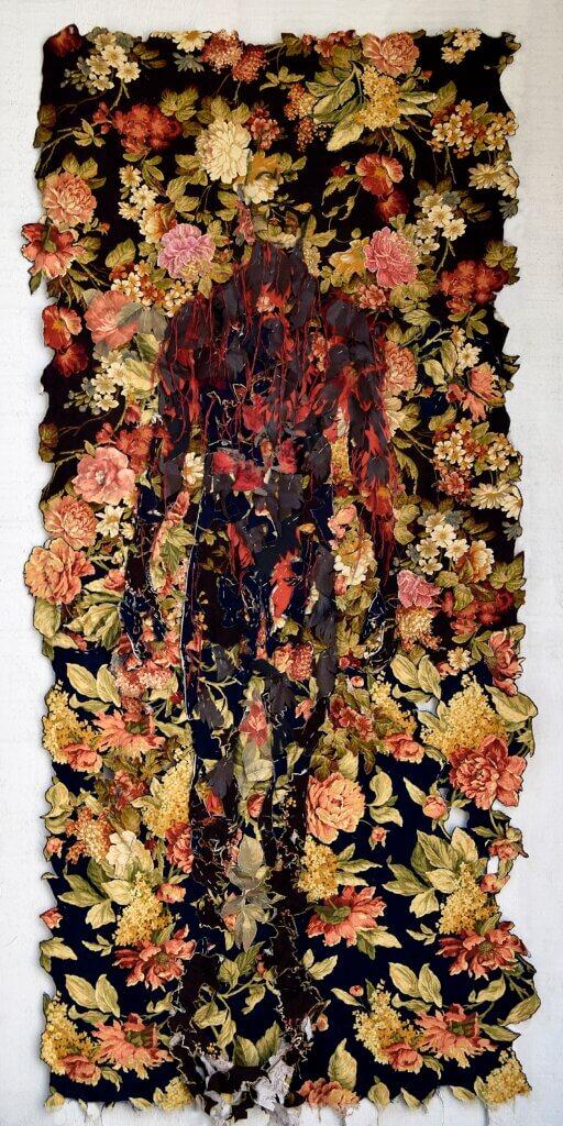 "Lilach Schrag, ""Golem"", bekledingsstof, spelden, garen 100 x 220 cm."