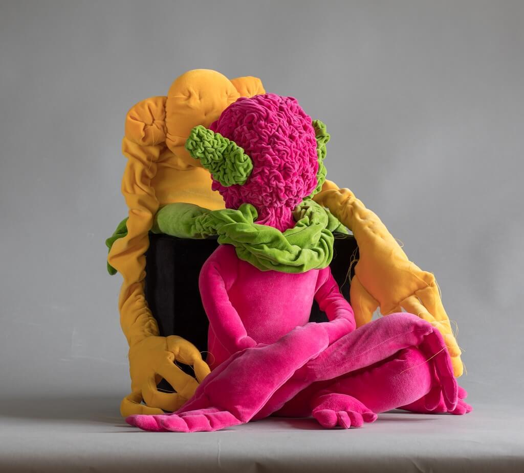 "Virpi Vesanen-Laukkanen, ""Once upon a time"", 2020, textiel, vulling, installatie."