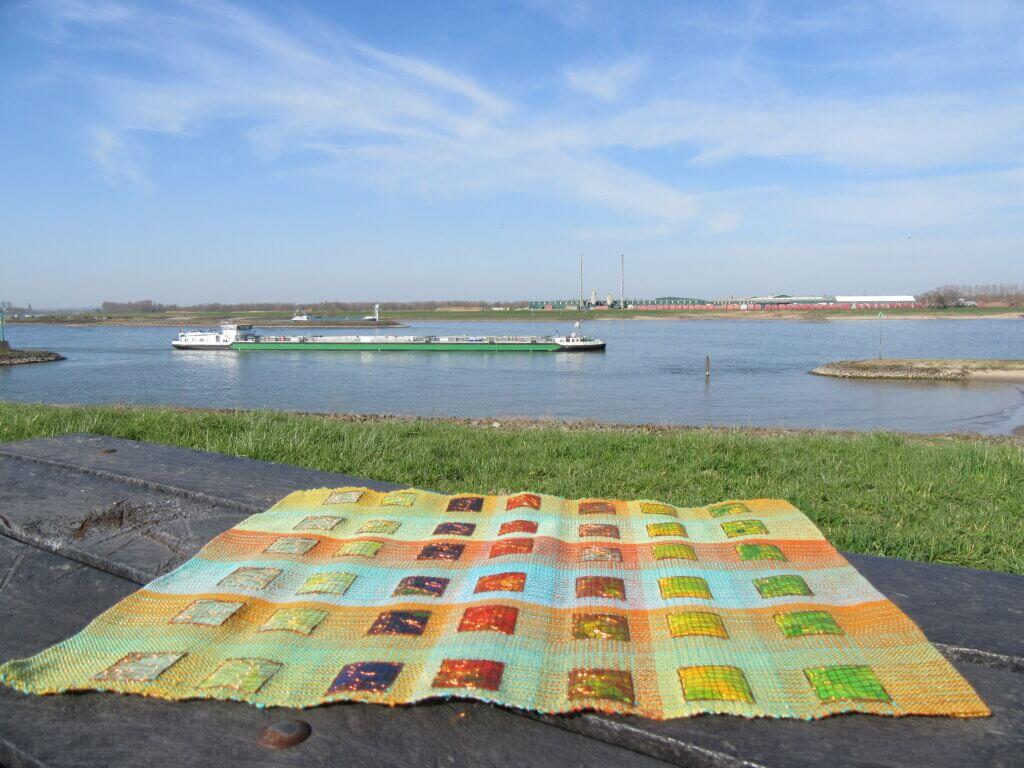 Het werk 'Color gradients' van Anneke Kersten bij de Telpost.