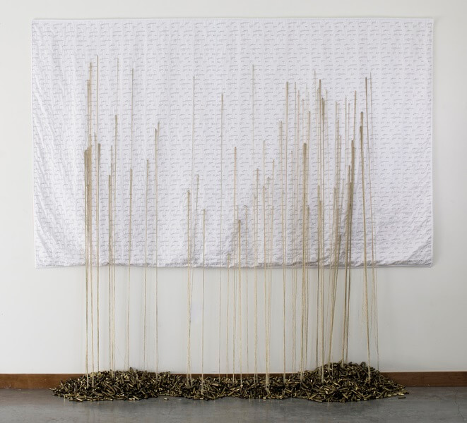 """Brooks Harris Stevens, """"Mending Gold: Wanneer zal het genoeg zijn?"""", 245 x 213 X 38 cm (2017 tot heden)."""